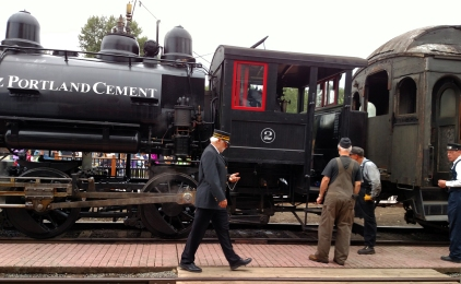 Snoqualmie Steam Railway-almost time to board_20150815