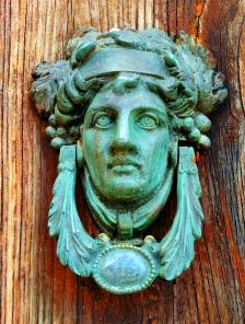 86. Idra-door knocker
